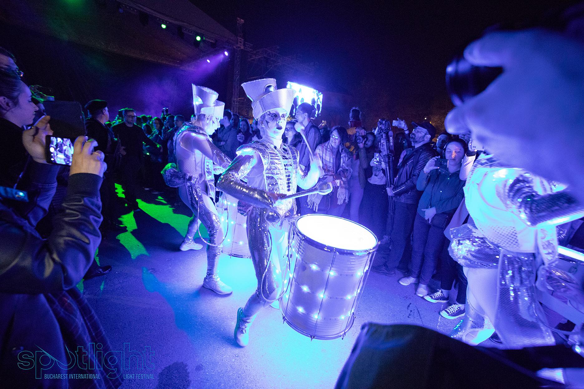 International Show Parade prezintă  SPARK   & LIGHT BALANCE – spectacol deschidere